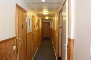 Käytävä huoneisiin / Hallway to rooms